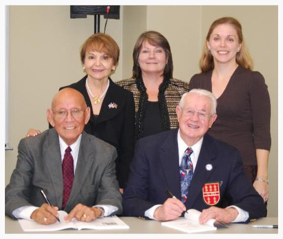 La Prensa archives signing photo